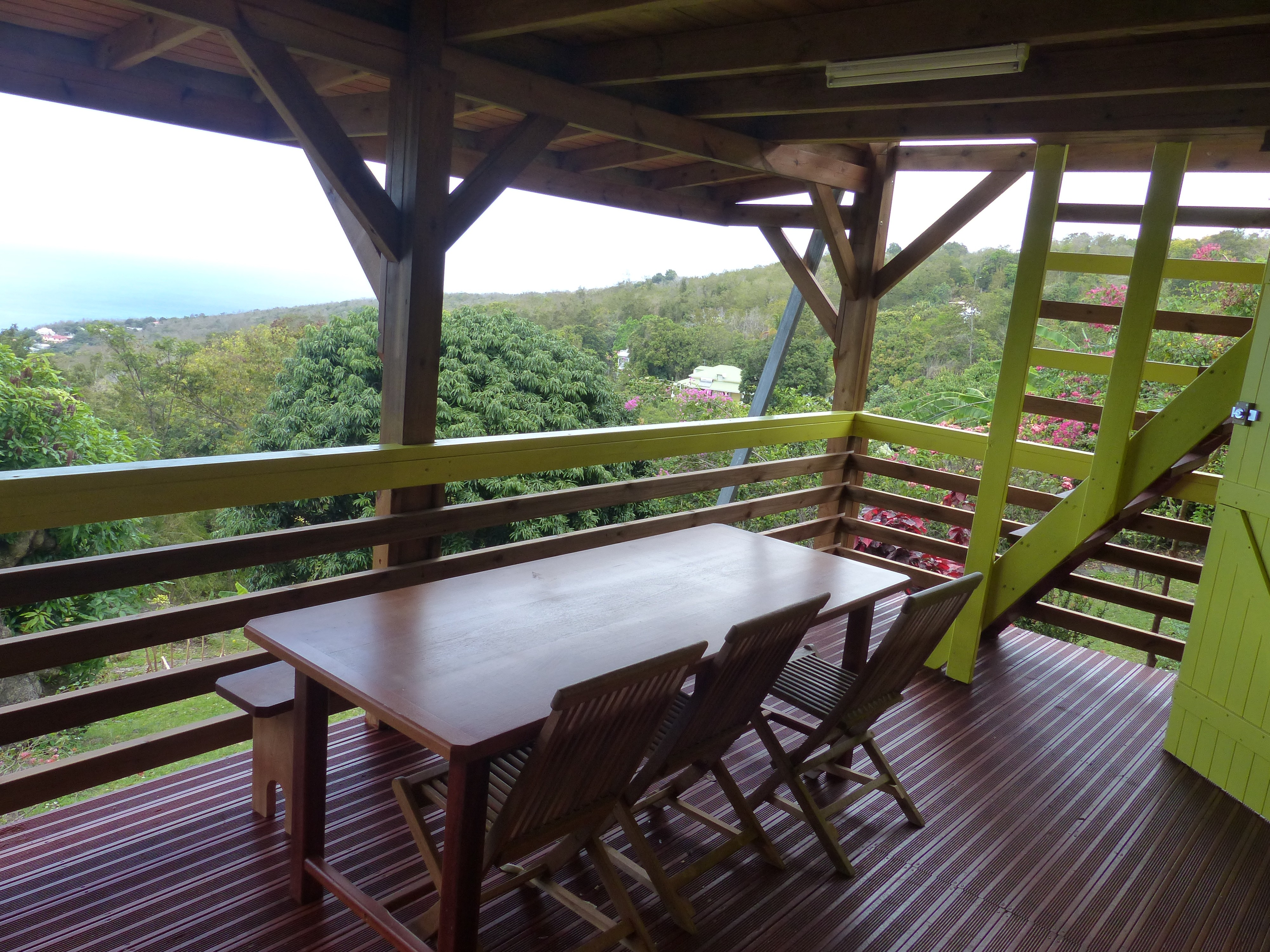 Gite talipo location gite guadeloupe guadeloupe paradisio for Salle a manger 6 places